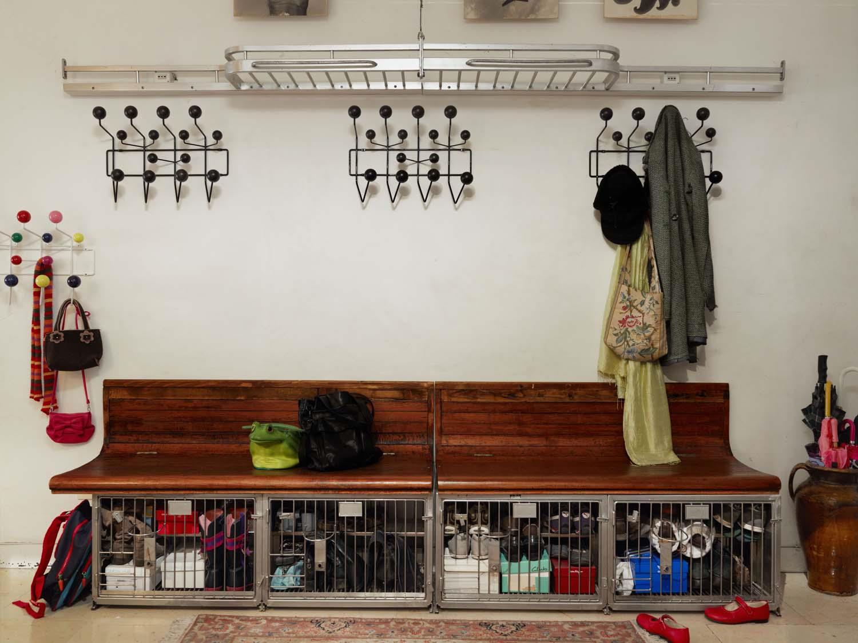 ... Vitra Garderobe Hang It All Walnuss